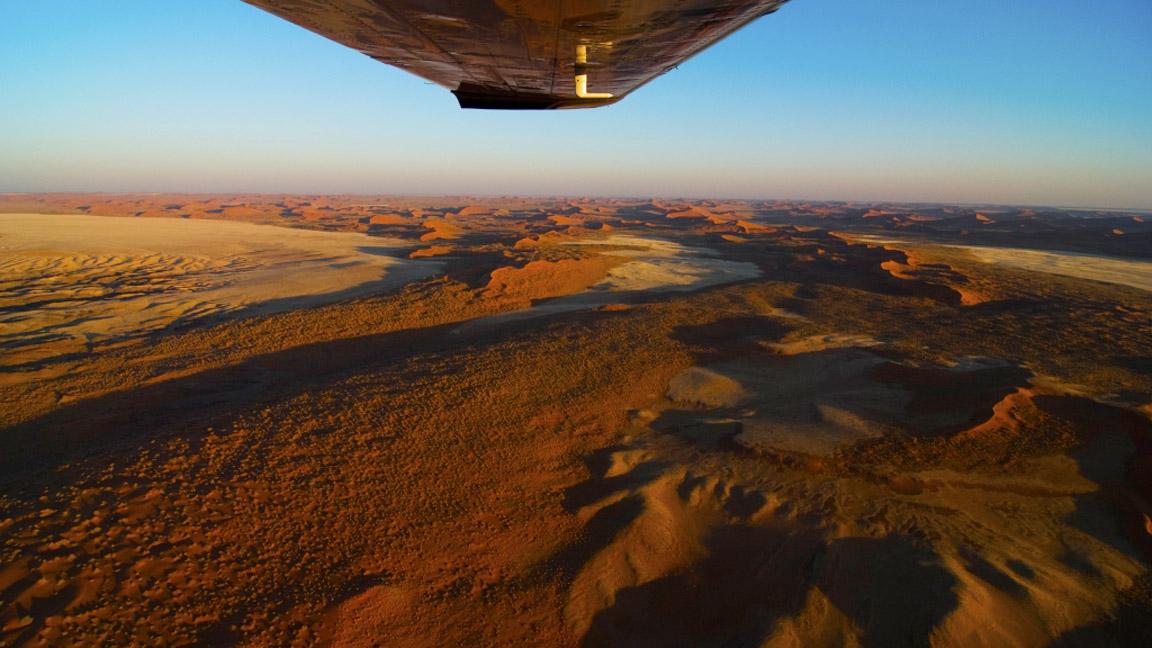 Flug über die Namibwueste