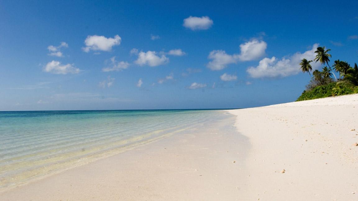 Einsamer Strand bei Ihrem Luxusurlaub auf den Seychellen