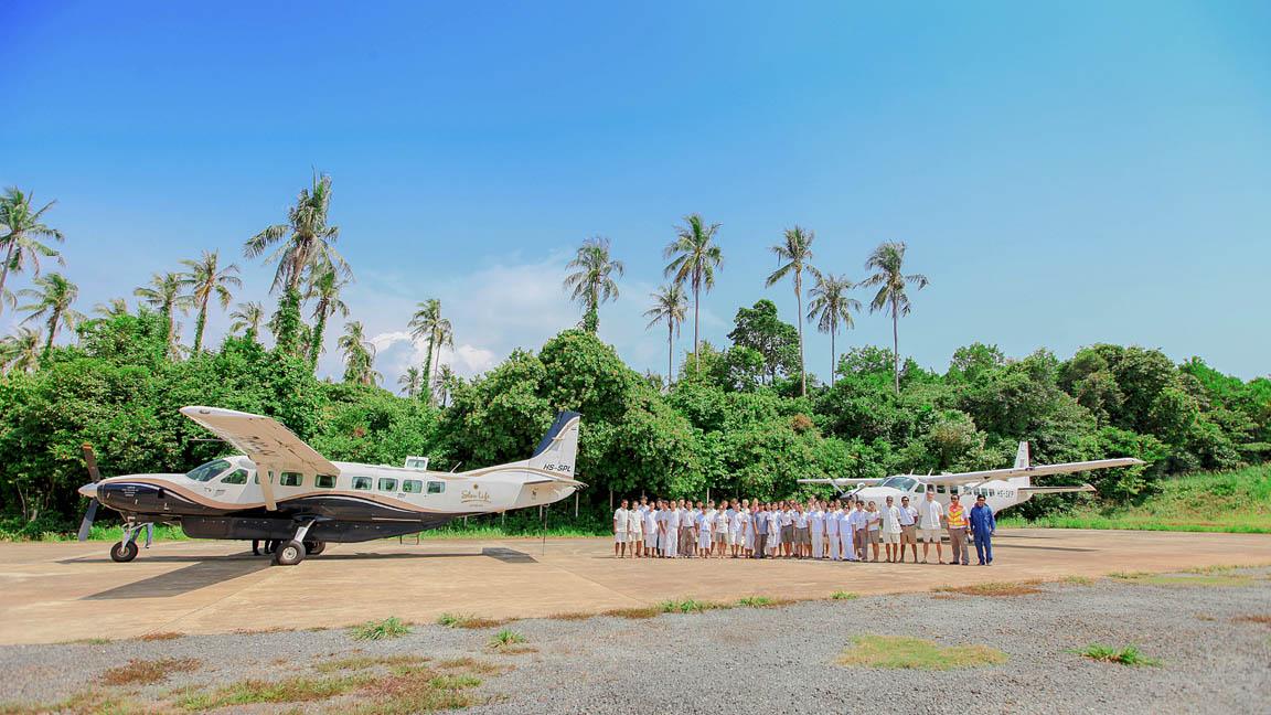 Soneve Kiri - Flugzeug am strand