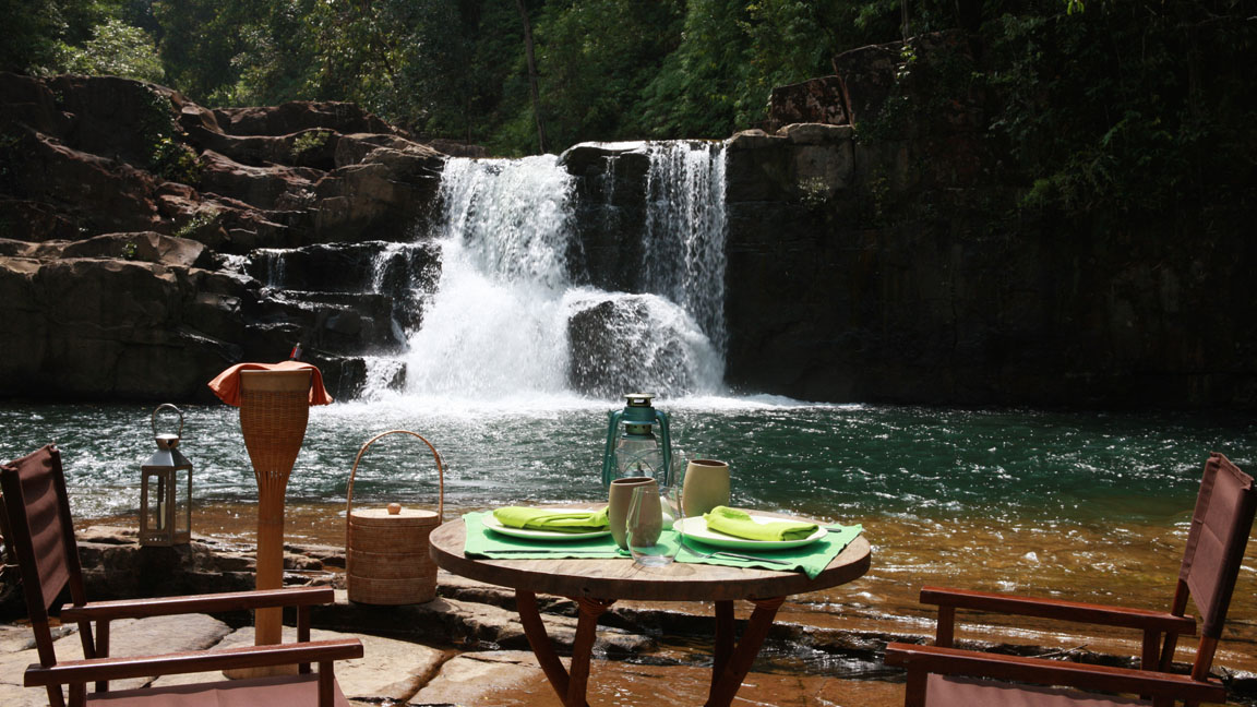 Soneve Kiri - Essen und Wasserfall