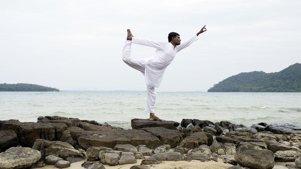 Soneve Kiri - Yoga on the beach by Antonina Gern