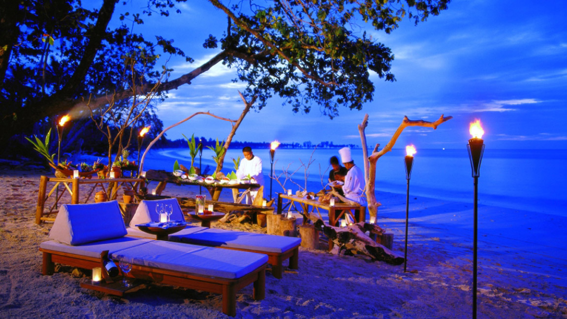 The Sarojin Thailand - privates Dinner am Strand