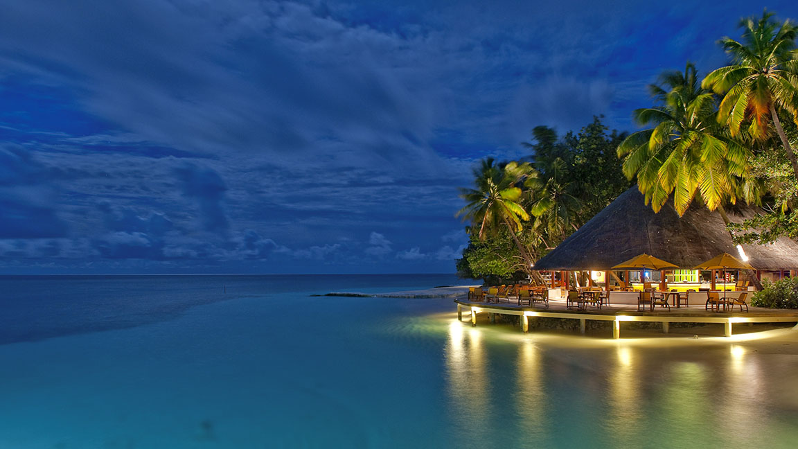 Angsana Ihuru - Strandbar im Sonnenuntergang