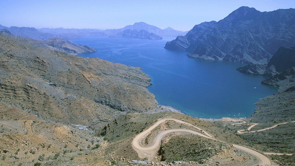 Berge Wüste Meer reisen im Oman