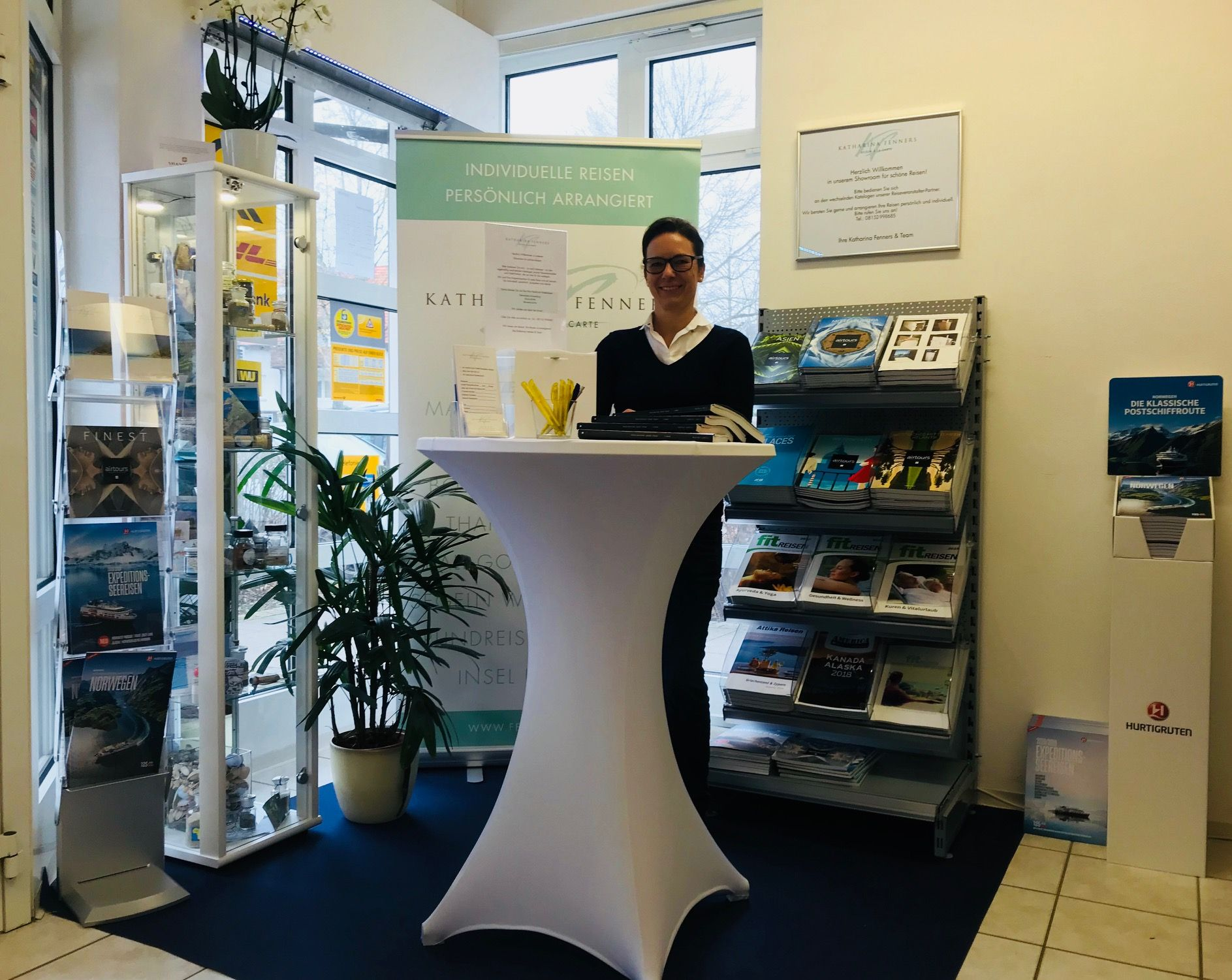 Aktuelle Reisekataloge in der Postfiliale in Herrsching holen