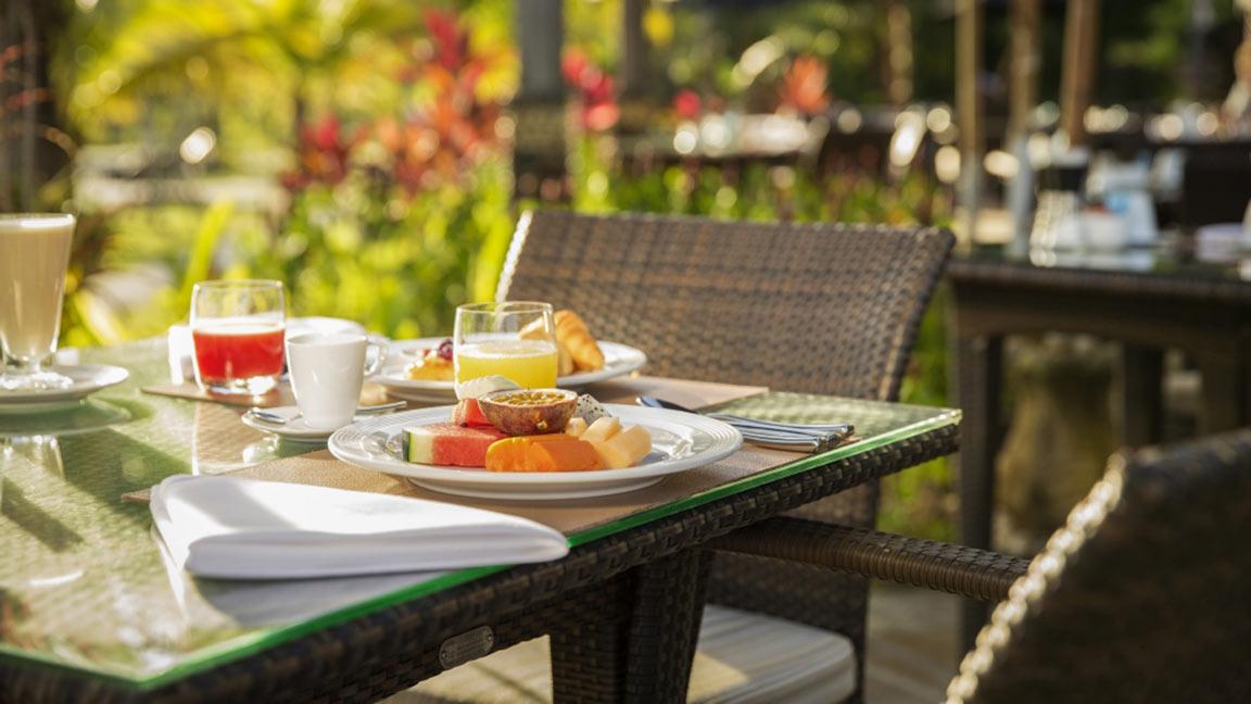 Robinson Club Khao Lak Frühstück auf der Terrasse