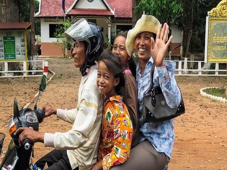Kambodscha Menschen auf Motorrad