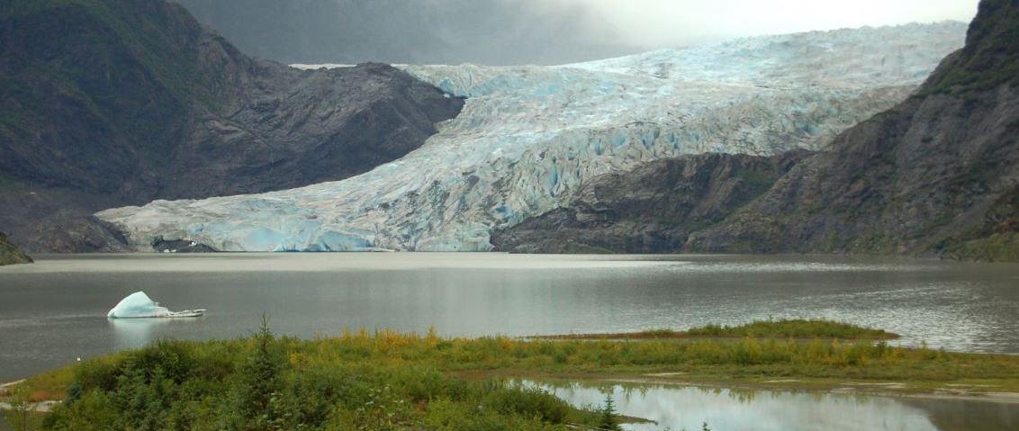 Schmelzender Gletscher als Auswirkung des mangelnden Klimaschutzes