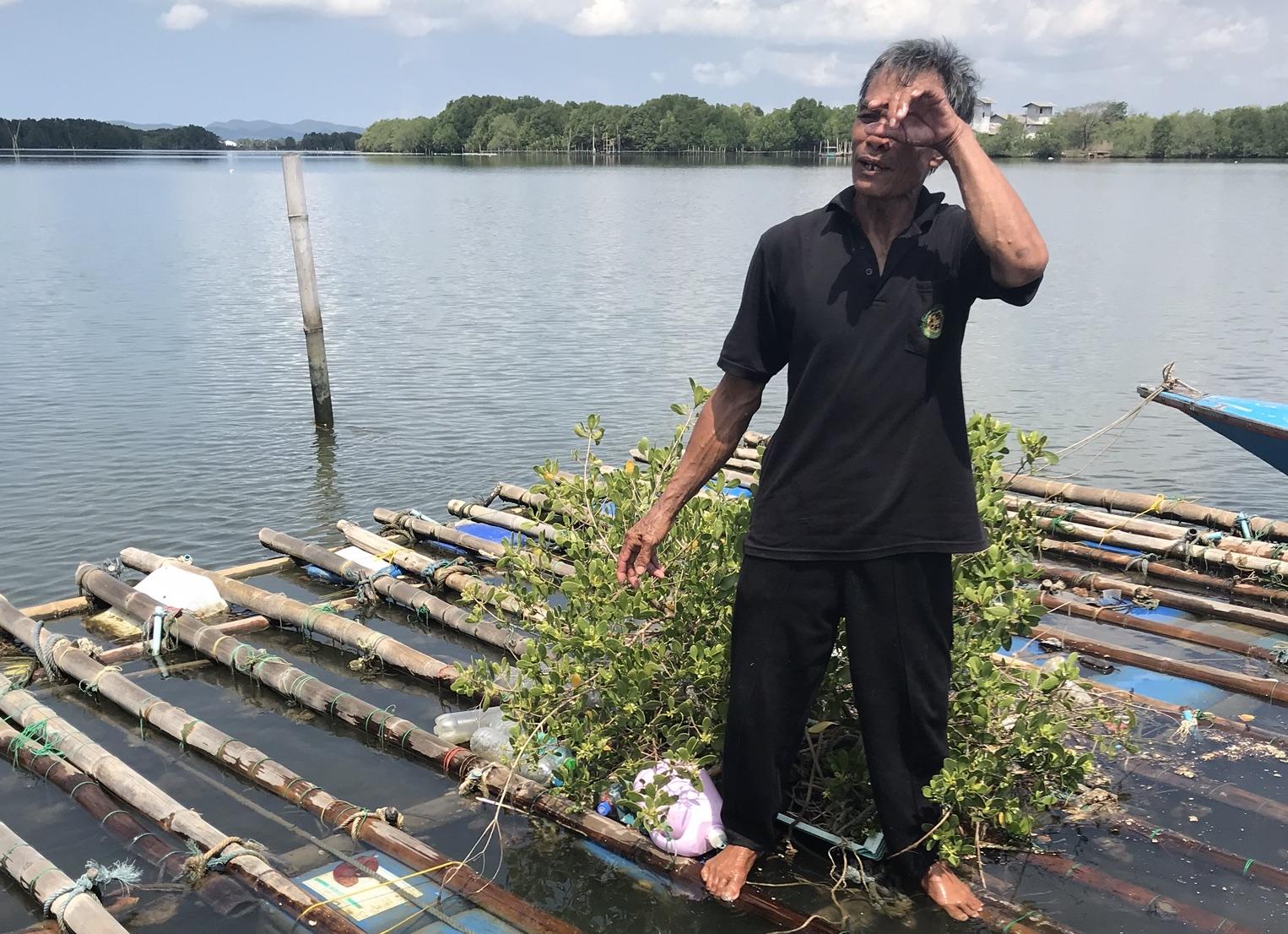 Verzweifelter Fischer in Asien