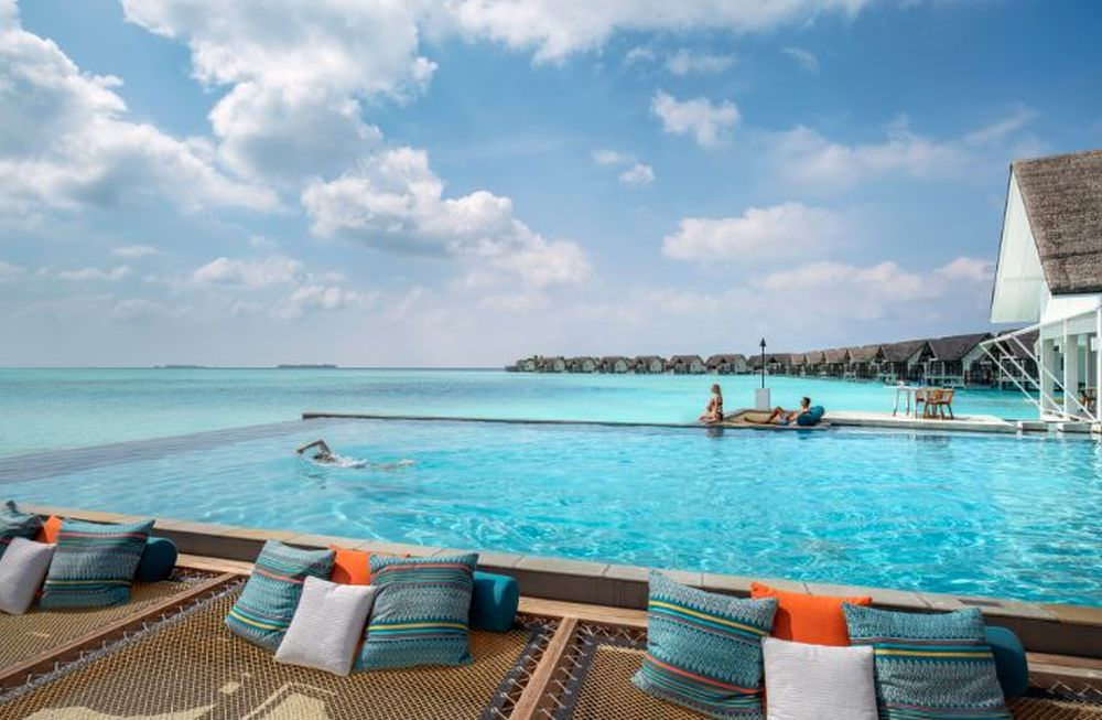 Four Seasons Landaa Giraavaru Pool