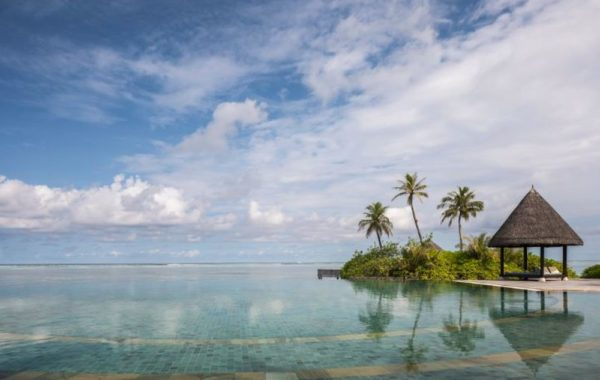 Malediven Pool im Four Seasons Kuda Huraa