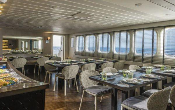 Restaurant auf der Kreuzfahrt in den Malediven