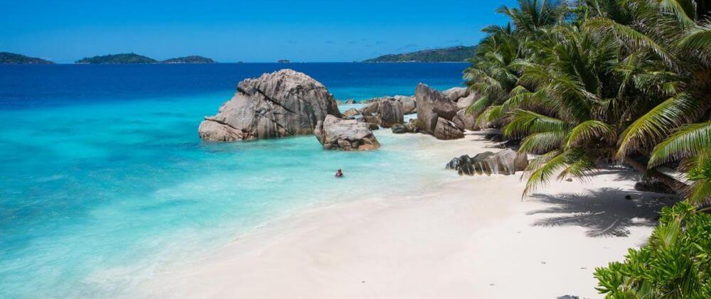 Granitfelsen und Meer auf den Seychellen