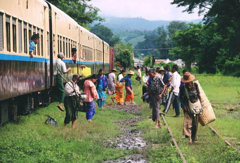 Zug bei Myanmar Reise