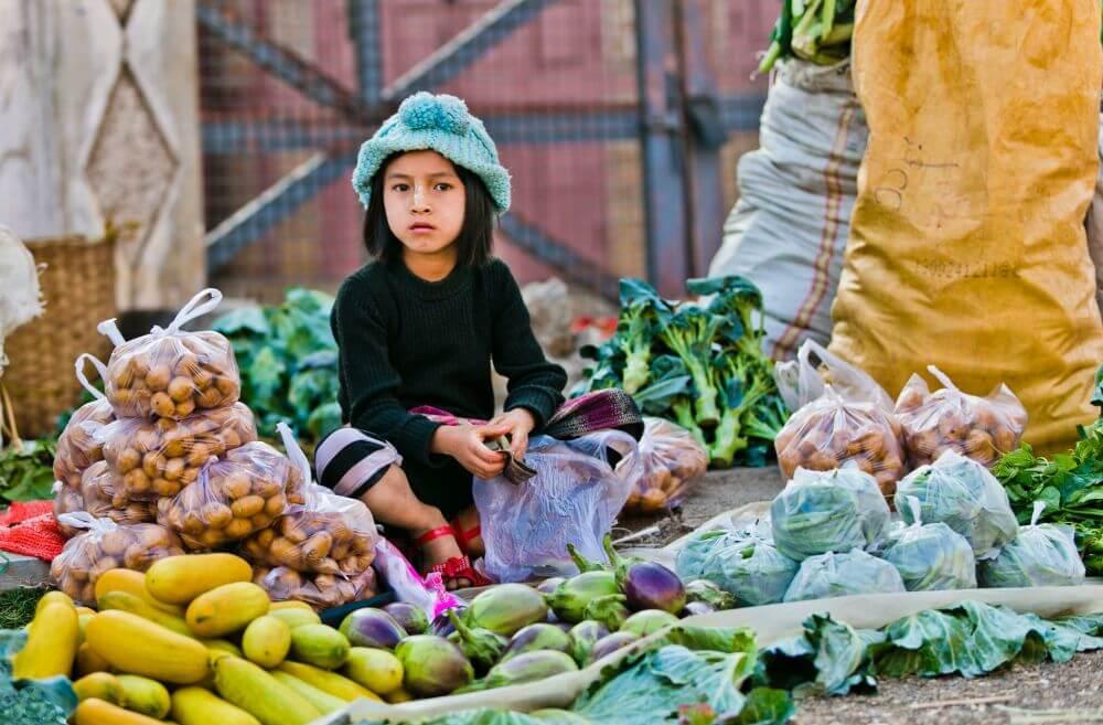 Kind am Markt auf Mayanmar Reise
