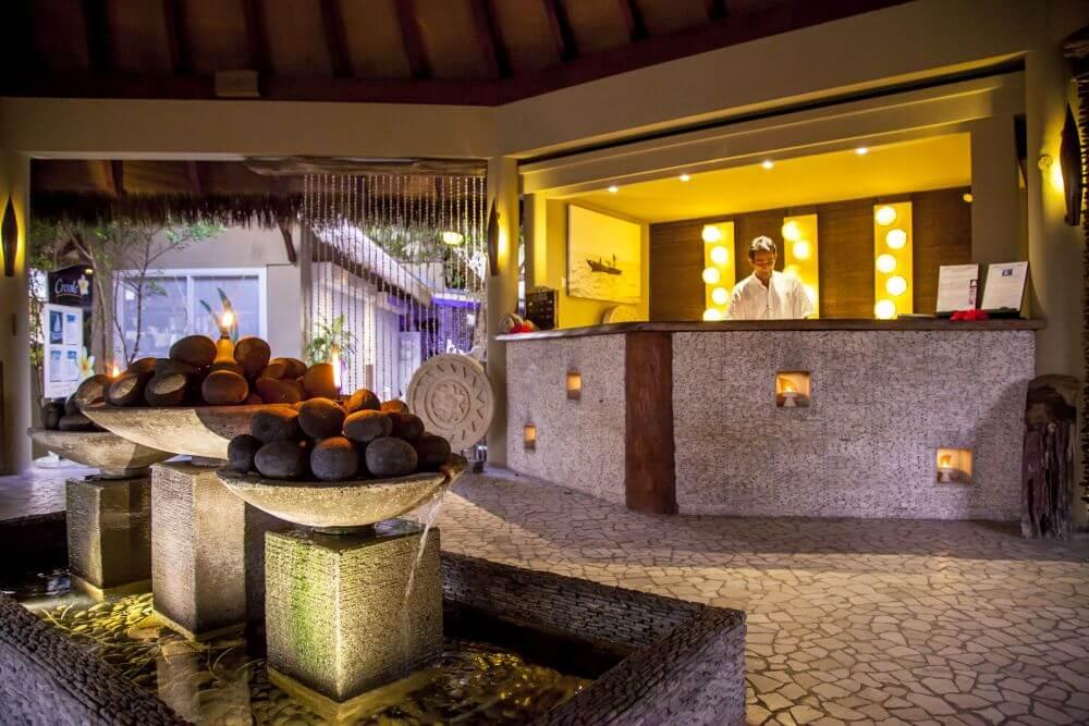 Eingangsbereich mit Brunnen