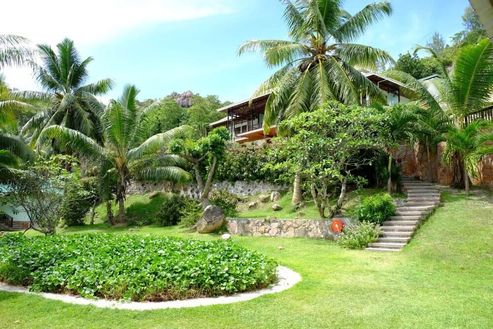 Hotelanlage mit Palmen