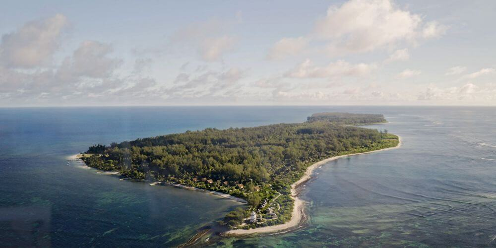 flache Insel im Meer