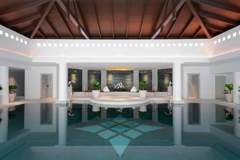 Pool im Chiva Som in Thailand