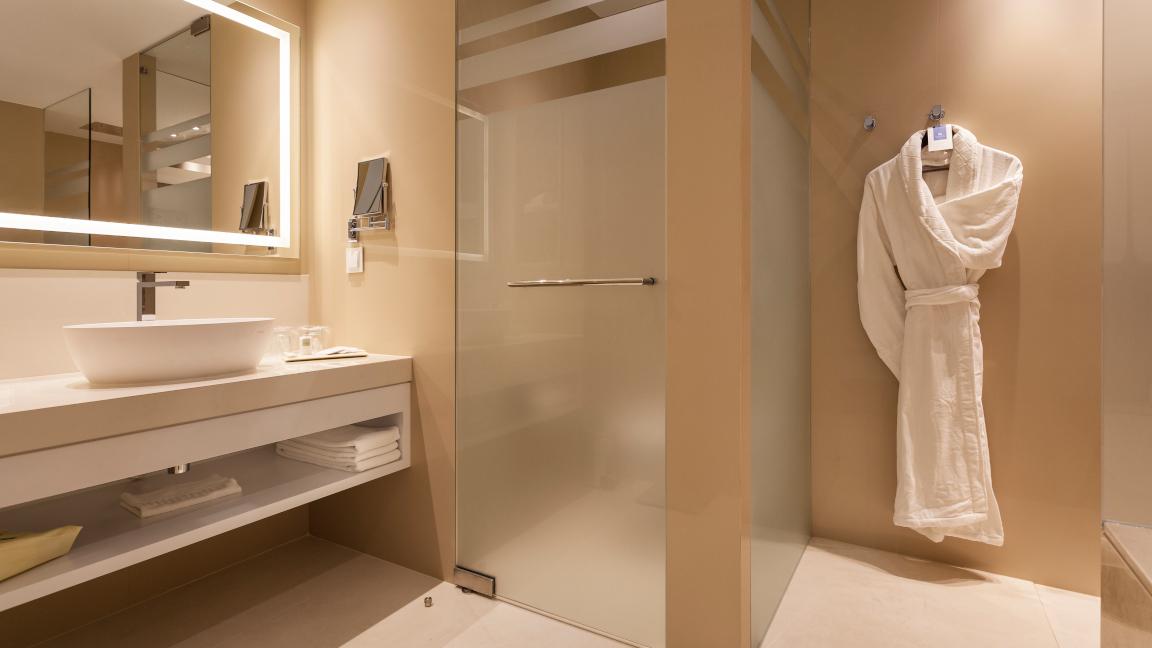 Pine-Cliffs-Hotel-Deluxe-Zimmer-Badezimmer