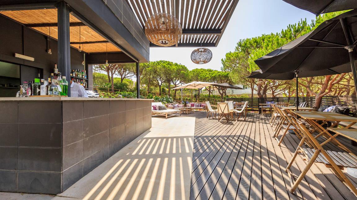 Poolbar Raiz im Hotel Praia Verde