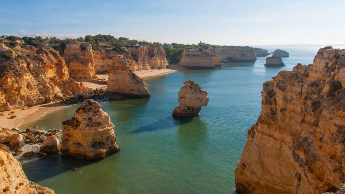 Strandurlaub an der portugiesischen Felsen-Algarve
