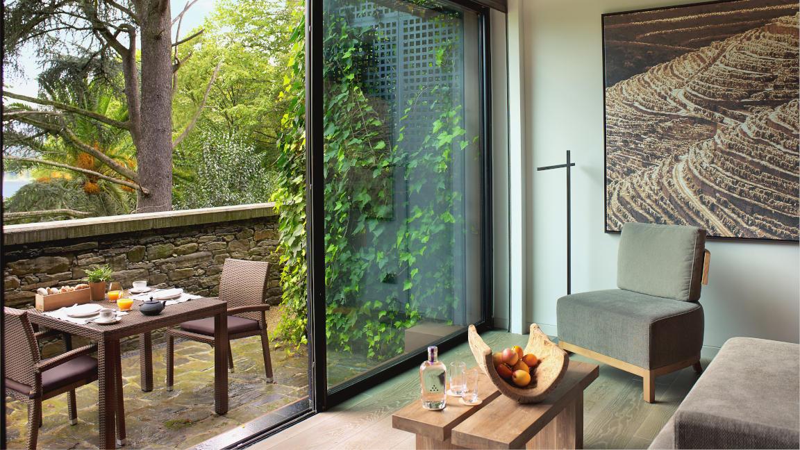 Terrasse Quinta Deluxezimmer, Hotel Six Senses Douro Valley, Portugal