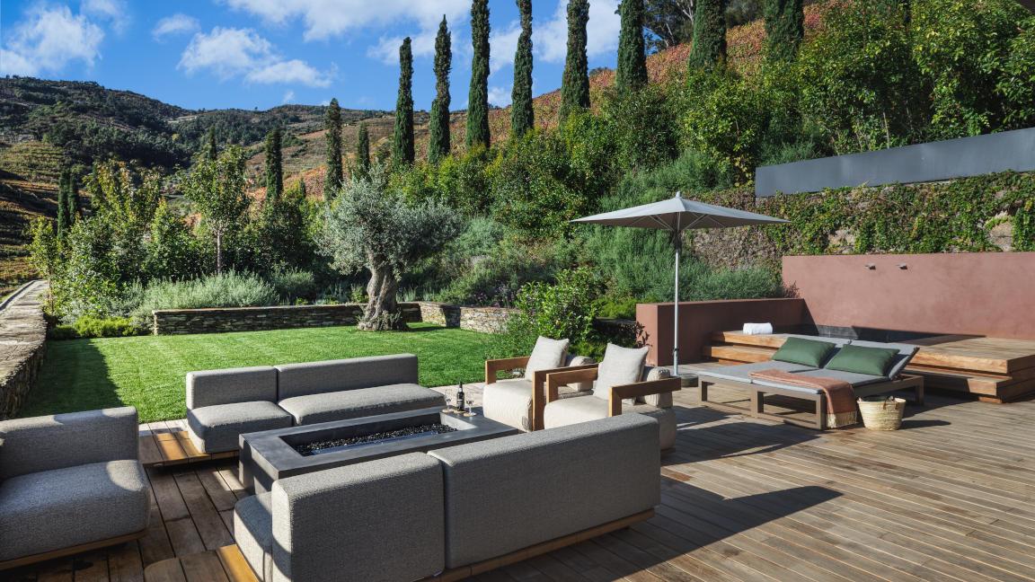 Terrasse der Vineyard Garden Suite im Hotel Six Senses Douro Valley, Portugal