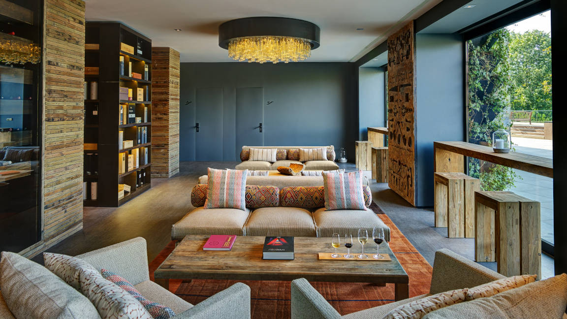 Weinbibliothek des Hotel Six Senses Douro Valley, Portugal
