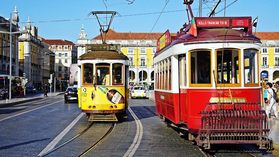 Kulturreise Portugal: Typische Trambahnen in Lissabon, Portugal