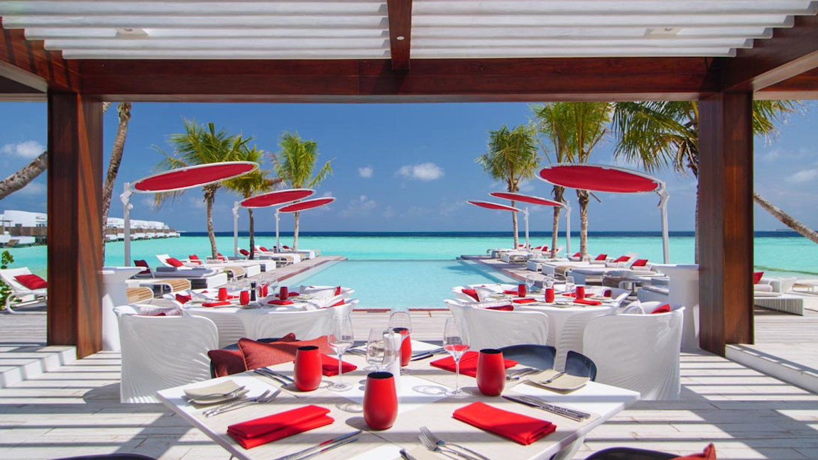 LUX-North-Male-Atoll-Beach-Rouge-Deck