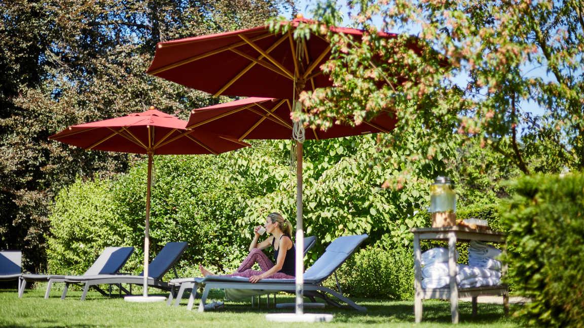Brenners-Park-Hotel-Sonnenliegen