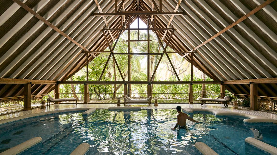 Cocoa Island Malediven Hydrotherapie Pool