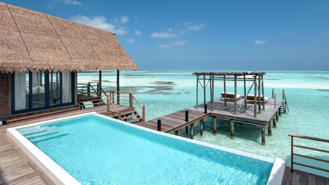 Cocoa Island Wasser Villa Sonnenterrasse