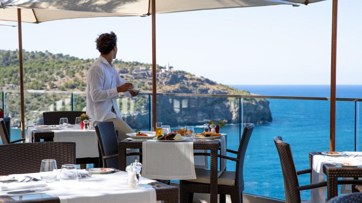 Jumeirah-Port-Soller-Restaurant-F&B-Food-Cap-Roig-Breakfast-Buffet-Model-Lifestyle-Sea-Mountain-View