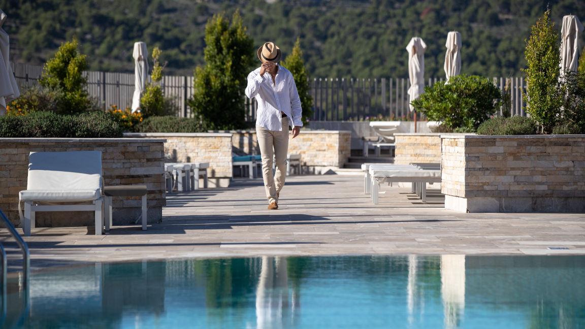 Jumeirah-Port-Soller-Sa-Talaia-Swimming-Pool-Bar-Kids-Model-Lifestyle-Children-Front